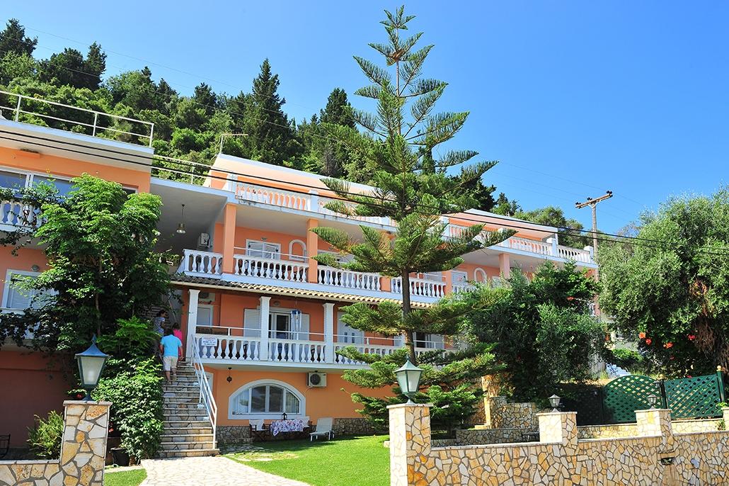 Ruime appartementen direct aan zee voor een vakantiein authentiek griekse sfeer.in het kleinschalige anna ...